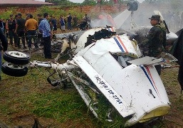 The debris of the crashed in Riberalta airplane // Photo: eldeber.com.bo