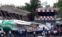 Workers inspect a Bangkok Airways aircraft after it skidded off the runway on Thailand's Samui island. (Wachara Kireewong, AFP/Getty Images)