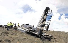 The tail of the Dakota that crashed in the Drakensberg on Wednesday, killing 11 people. Most of the aircraft was destroyed on impact and by fire Image by: CHRIS BOTHA, NETCARE.