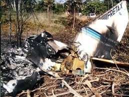 The wreckage of the crashed EMB-821C plane