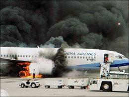 Экипаж сгоревшего в Японии Боинга-737-800 успел спастись