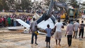 The wreckage of the plane crashed on approach to the Beira airport. Photo: Segunda-Feira