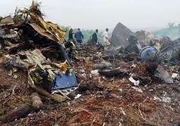 Photo taken on Aug. 26, 2009 shows wreckage from the Antonov 12 lies in a field on the outskirts of Brazzaville. A cargo plane crashed into a cemetery near the Congolese capital Brazzaville on Wednesday. (Xinhua Photo)