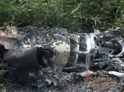 The wreckage of the crashed B200 plane (PR-DOC)