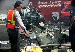 The wreckage of the helicopter crashed in Panama City on 29.05.2008. LA PRENSA / Maydee Romero